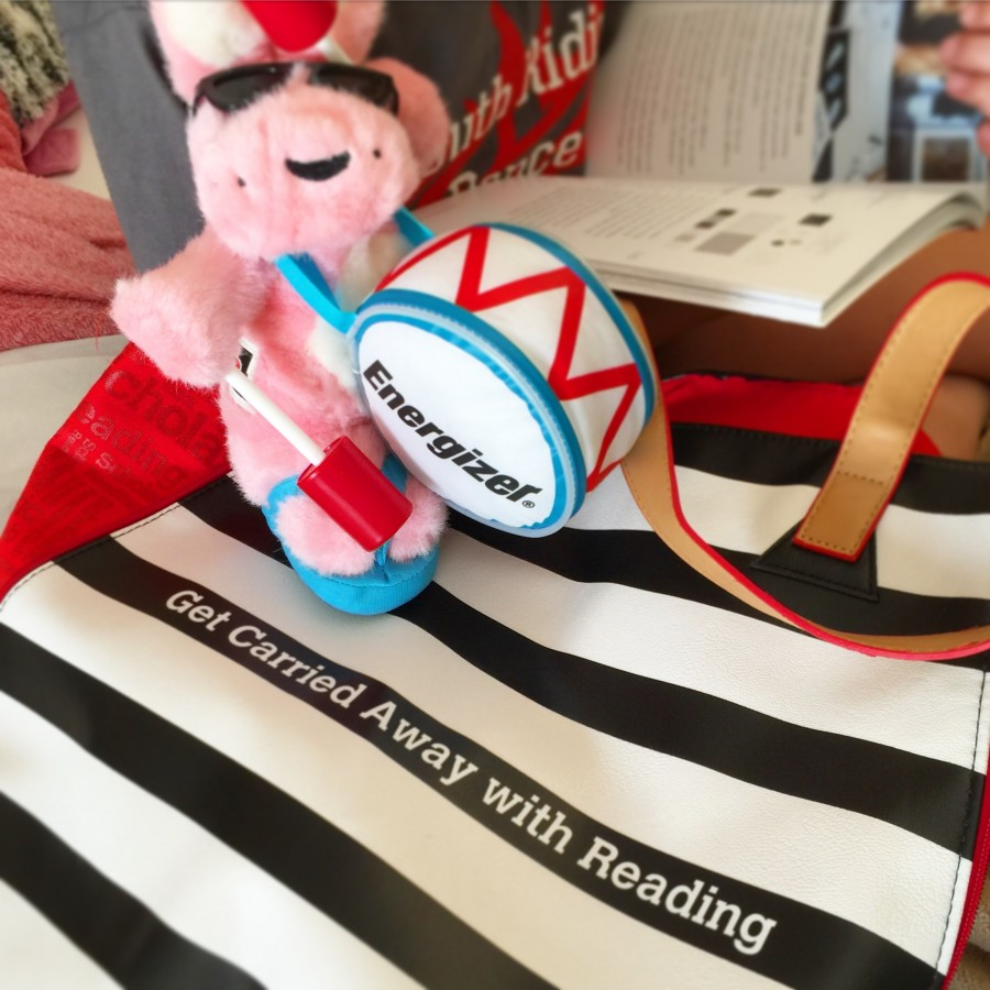 Summer reading with the Energizer Bunny. #summerreading #giveaway #spon